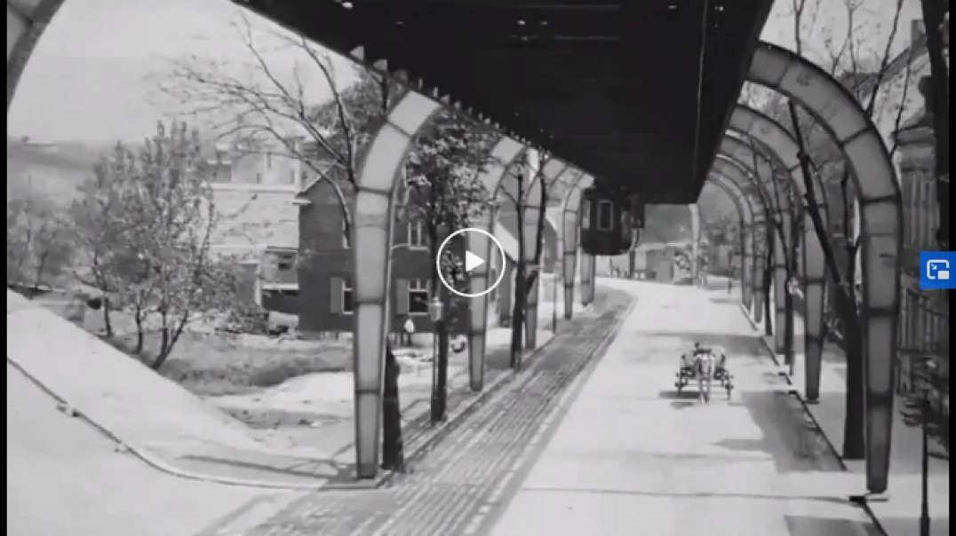 """Upscaled footage of a European city right at the turn of the 20th century, from the suspended """"flying"""" train in Wuppertal, Germany in 1902"""