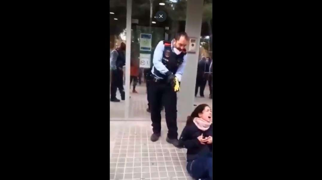 Spanish woman TORTURED by SICKO police officer for not wearing a mask after she'd taken her mother to see a psychologist.