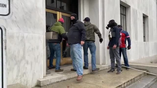 Door to Oregon's State Capitol building gets crushed. antifa are pussies, this is how men do it.
