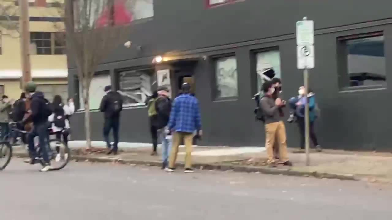 NEW - Police announcing now that Antifa needs to stop damaging the Democratic Party headquarters of Oregon.