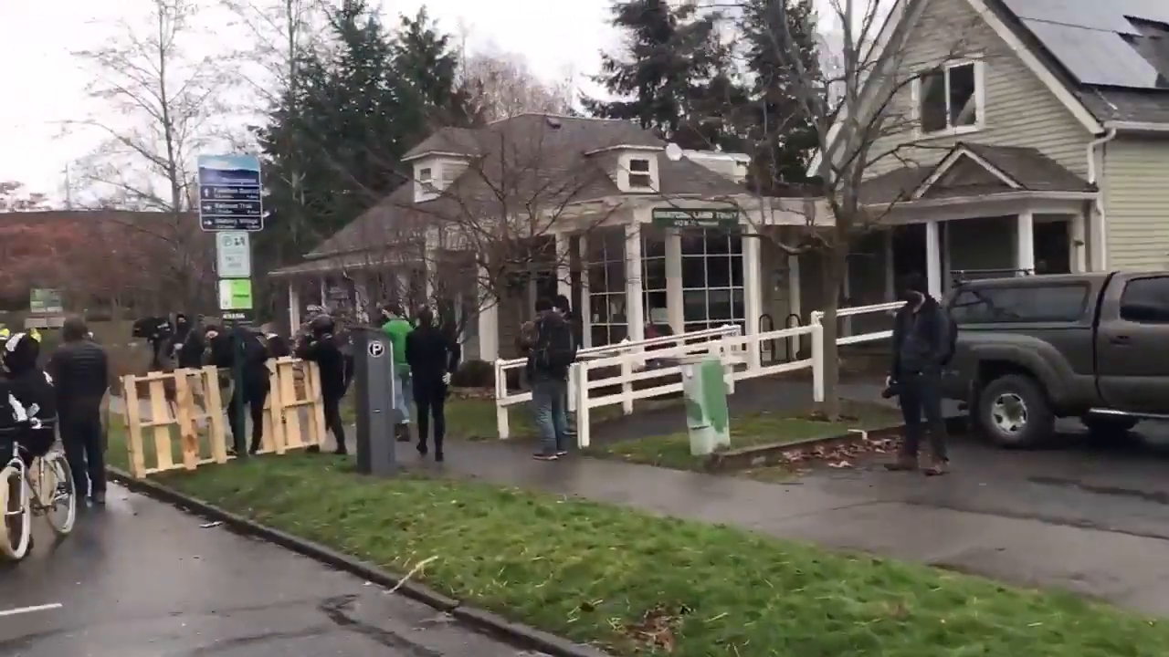 """The dregs of Humanity Prevent City Cleaners From Entering New """"Autonomous Zone"""" In Washington"""