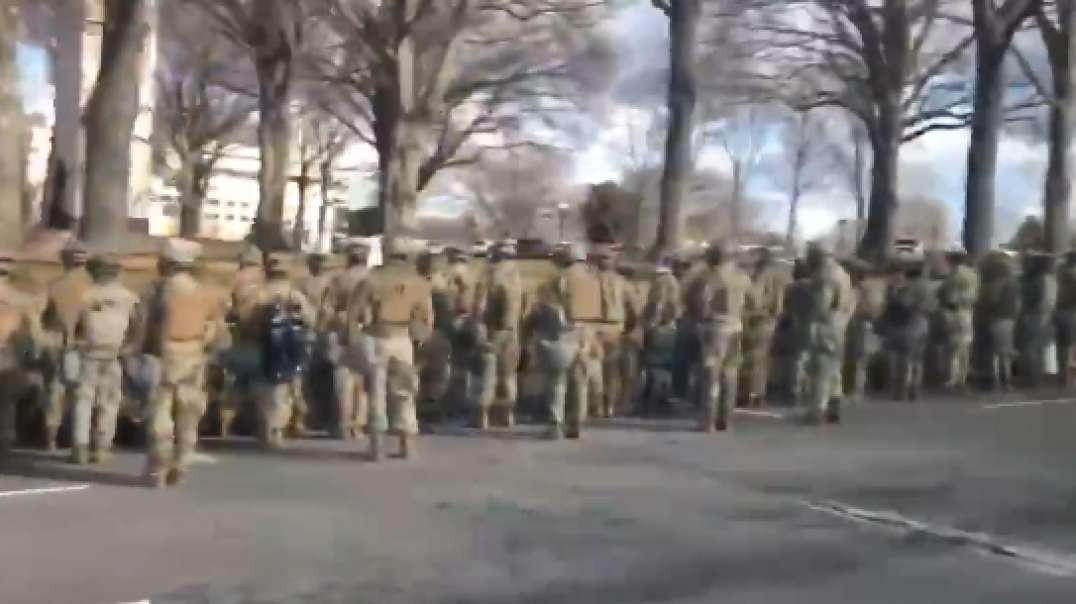 Majority of the military turning their backs on Biden as the Biden motorcade drove by