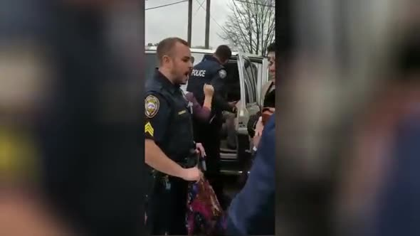 Taking action Canadian Police officer VS thief gypsies.