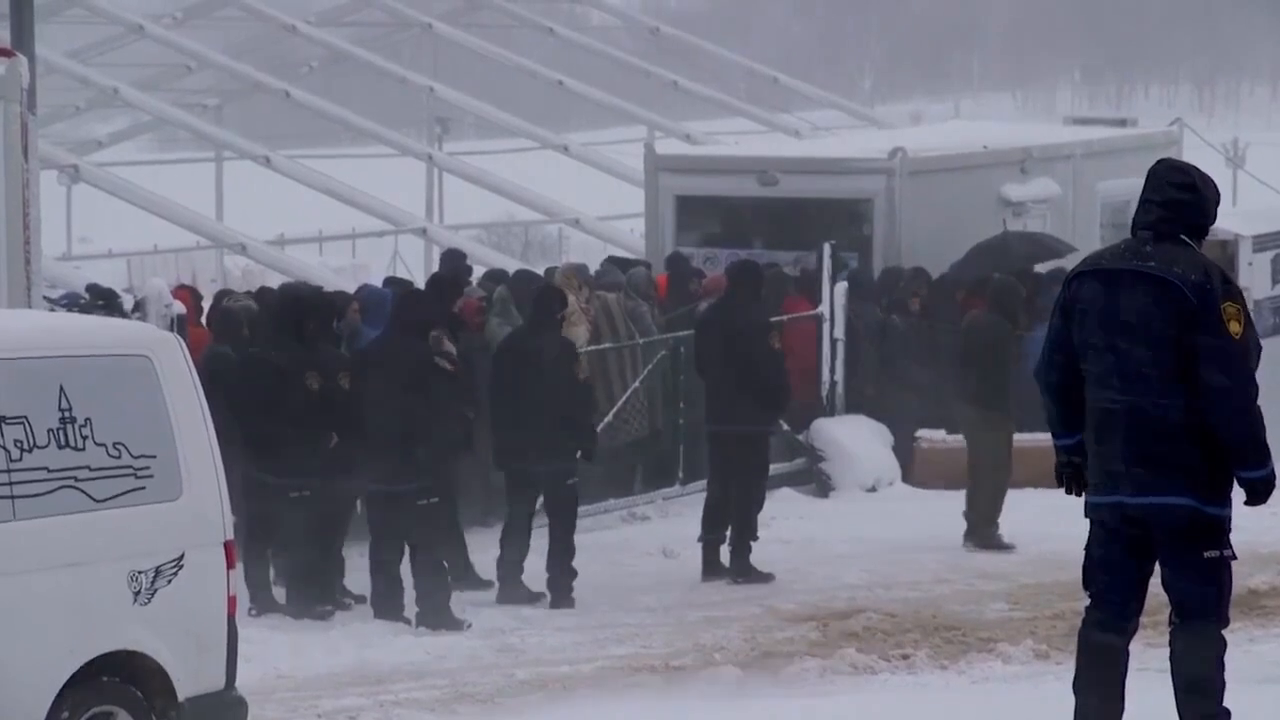 In Bosnia and Herzegovina, hundreds of migrants from the Middle East freeze to death in a camp they burned down, the guys wanted to get to Western Europe, but they were not allowed on the border with Croatia