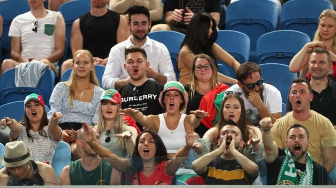 tennis crowd boos govt and covid vaccines australian open