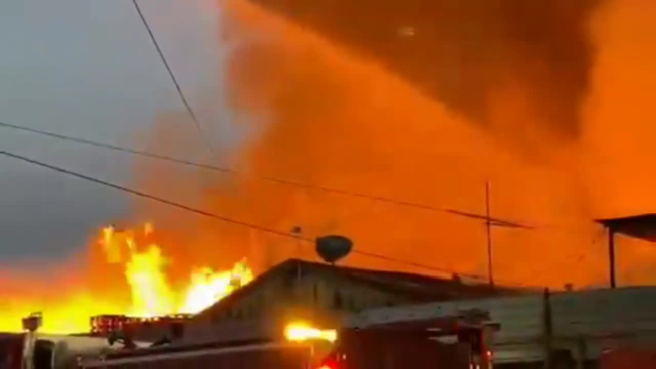massive fire has ripped through an industrial complex in Compton, CA, Engulfing numerous buses
