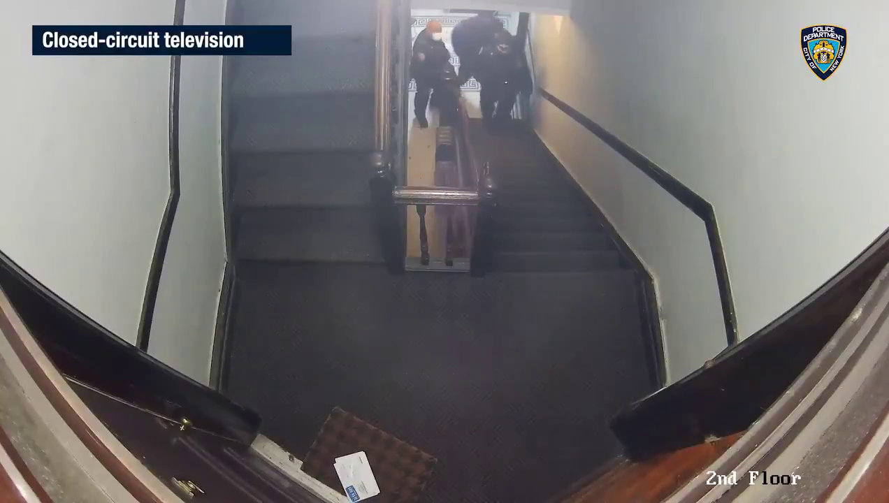 Shootout In New York, USA  Man opens fire on Police in residential hallway