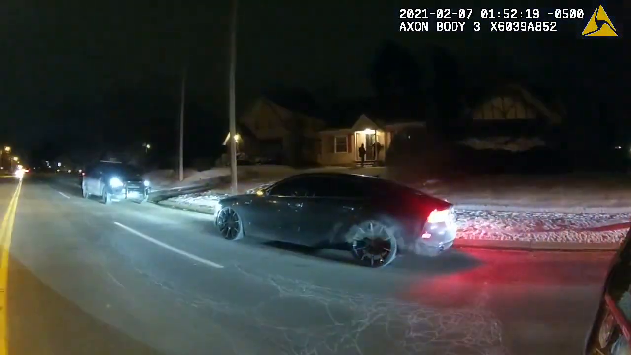 Cop Resigns After This Bodycam Footage! Inhuman Scum try to kill his GF with knife