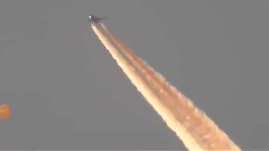 Pilot Busted Spraying God Knows What Over California - Massive Spraying, Turns Off & On - Chemtrail?