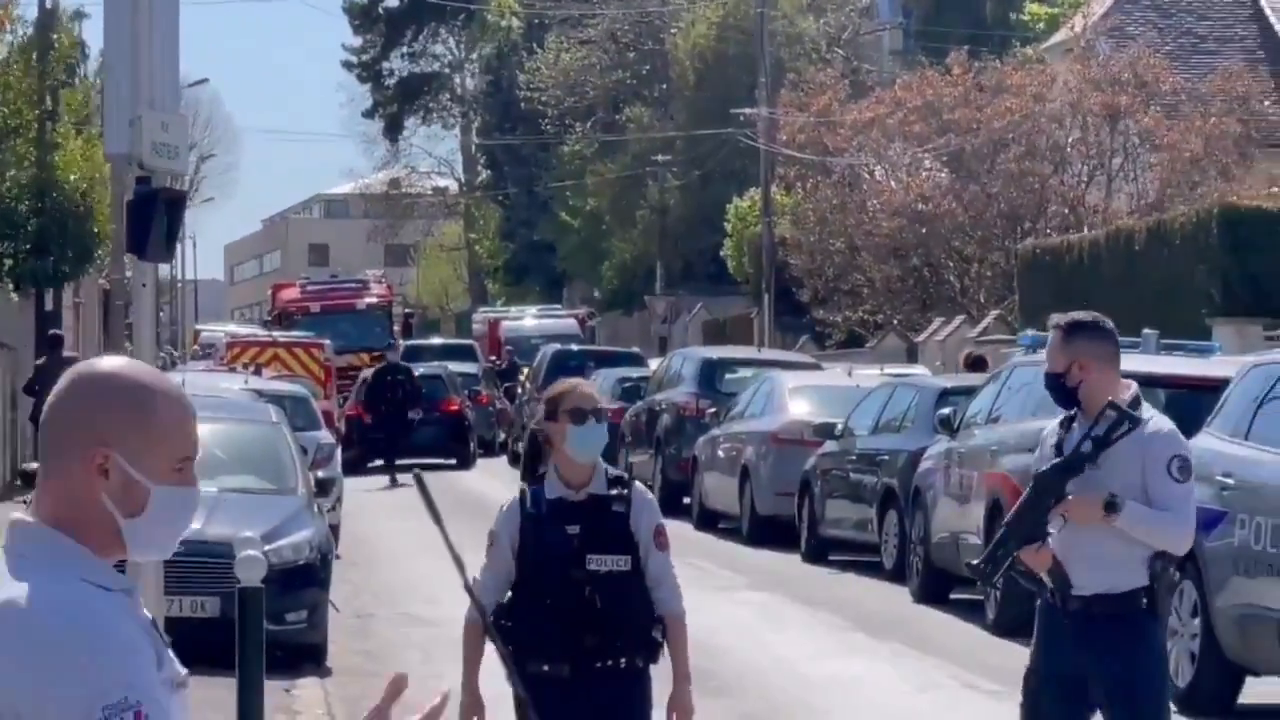 "Tunisian stabbed French police woman in the throat killing her screaming ""Allahu akbar""! shot dead"