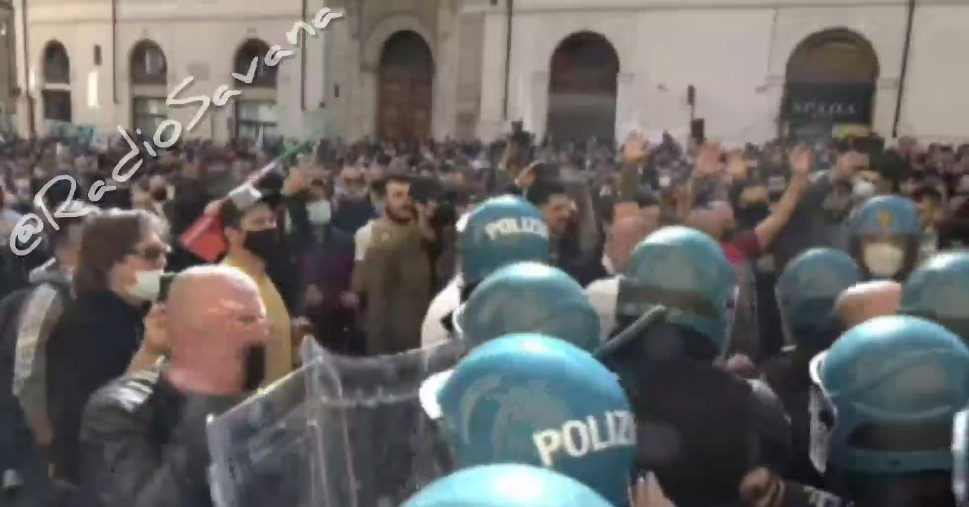 Italian people tried to storm the italian parliament earlier today