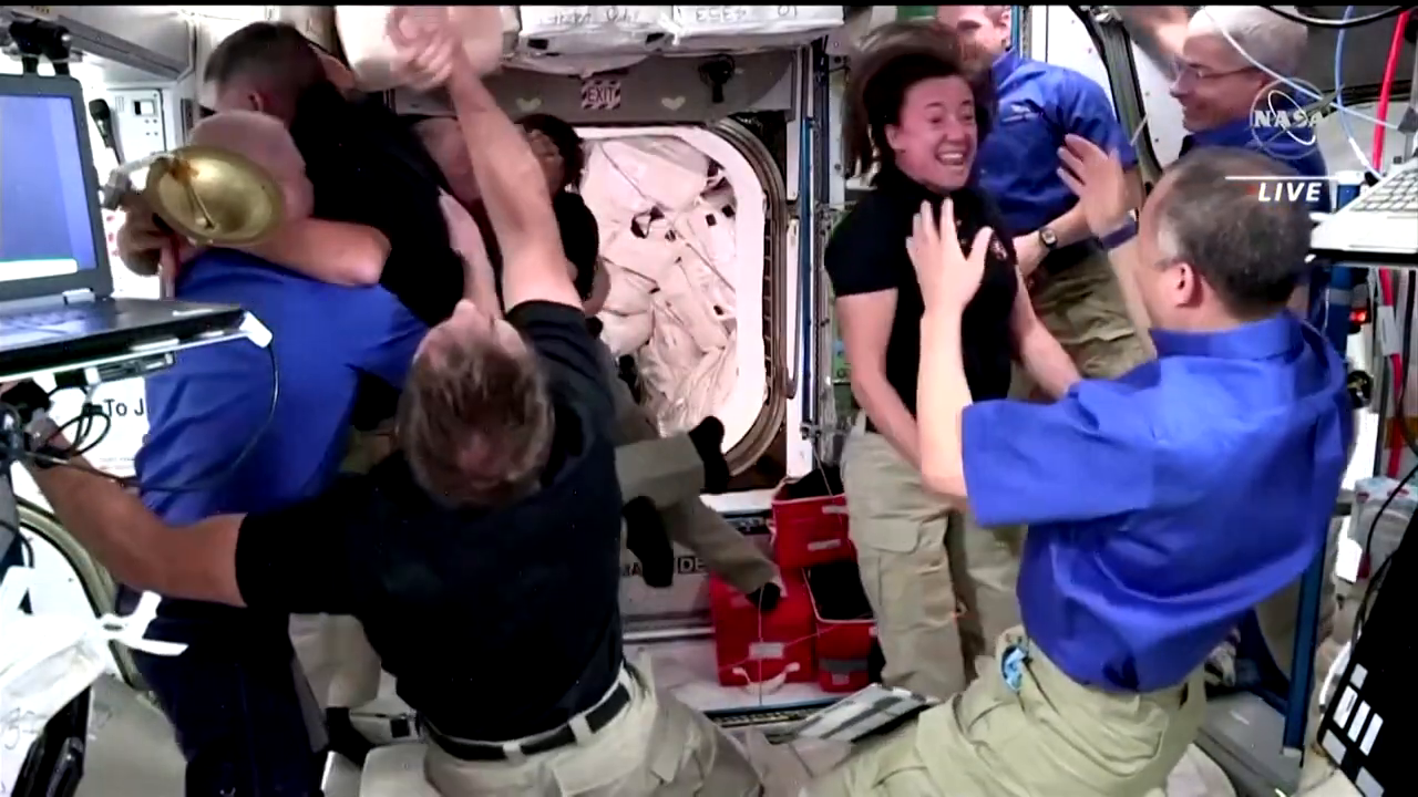 Astronauts arrive at space station aboard Endeavour