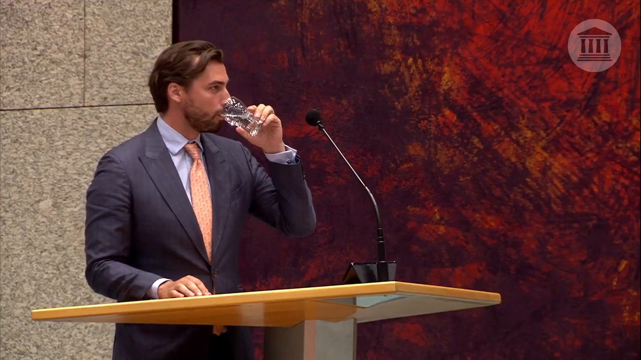 Prominent Dutch parliamentarian and right-wing Forum for Democracy leader Thierry Baudet issues a sharp rebuke in the Dutch parliament against current COVID measures and warns about the Great Reset, as well as side effects from the vaccines