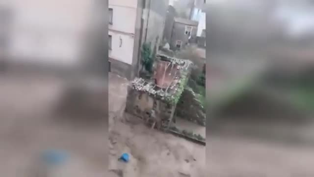 Apocalypse in Italy! Terrible floods and landslides hit Sardinia!