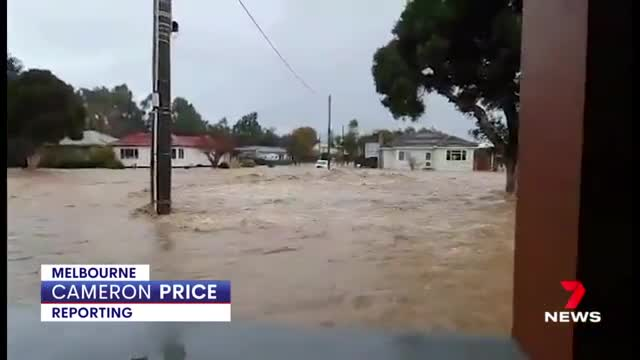 Victoria faces flooding emergency with dangerous storms | 7NEWS