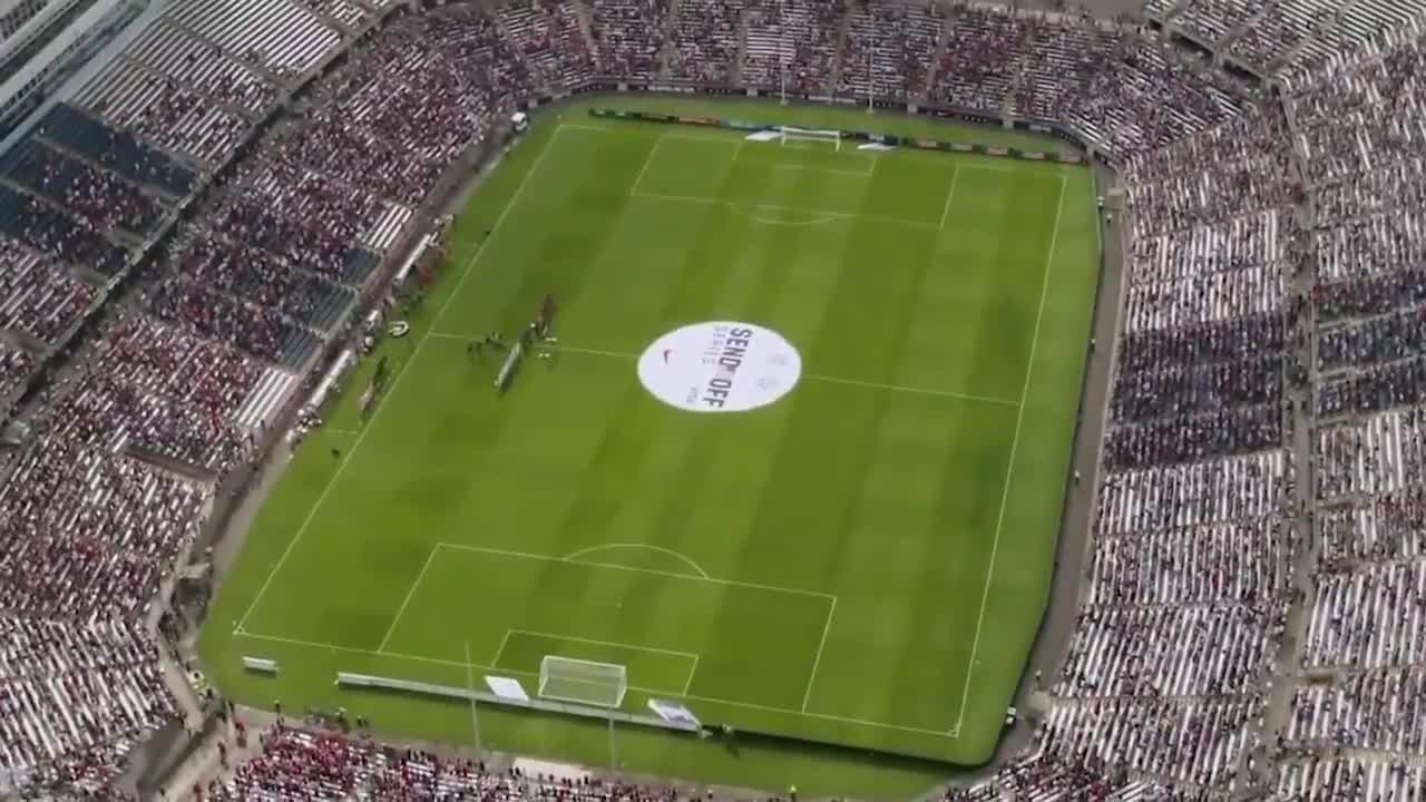I'm not even American but I was disgusted that these 6 U.S. Women's Soccer team members turned away as WW2 vet played the national anthem.