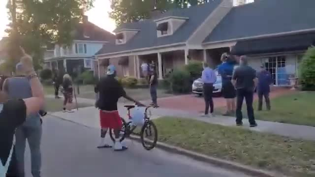 """negros want a """"Pull up summer"""""""