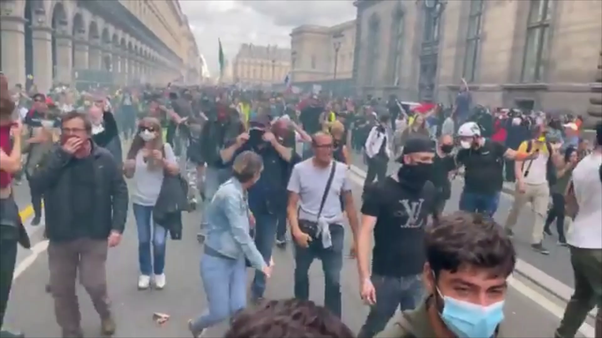 Tensions getting high between protesters and the police in Paris, France
