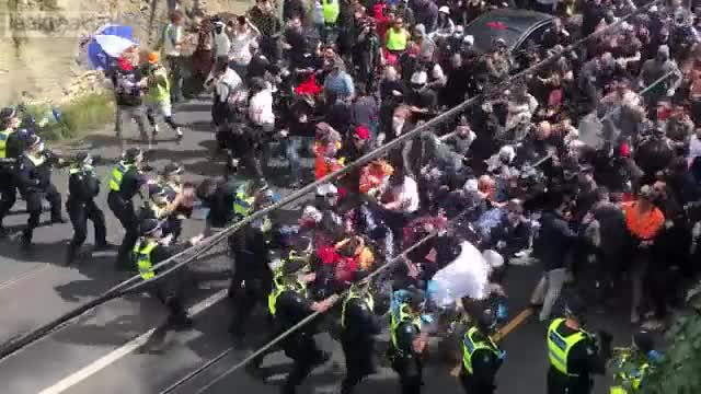 """Melbourne protesters charge police lines in """"Freedom Rally"""""""