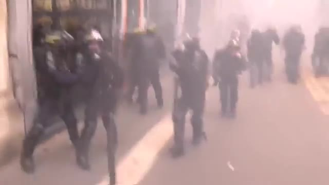 Paris France 🇫🇷  Revolution - Police Try To Gain Control Again -