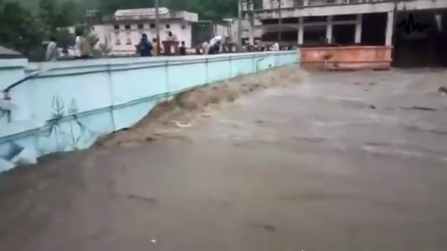People are in panic! India is sinking! Over a million people are affected by flo