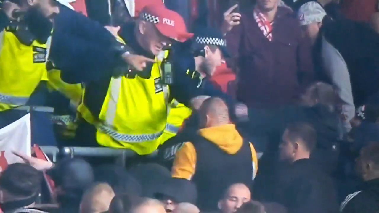 UK Piggers beat Hungarian fans with batons and a pigger gets one in the face